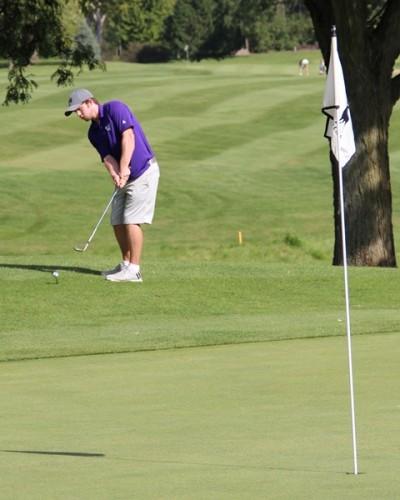 Golfers finish 16th at invitational