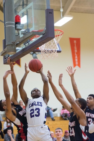 Men's basketball clinches sixth straight winning season