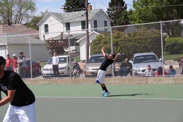 Men's tennis loses to Elgin