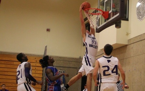 Men's basketball jumps out to 6-2 record, win IVCC classic