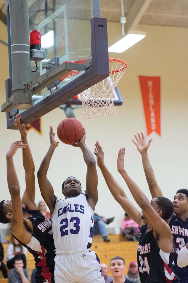Freshman Keyonte Johnson of Decatur scores for the Eagles